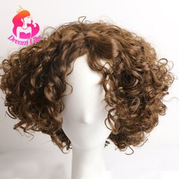 Argentina DreamlikeHair Brown pelucas de cabello sintético a prueba de calor para mujeres negras hombres corto ondulado peluca llena peinado africano Daily Party Cosplay Wear supplier hairstyle for short wavy hair Suministro