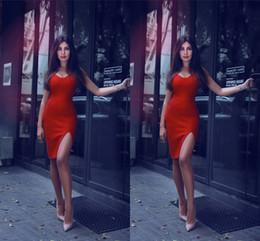 2018 Nouveau Designer Rouge Sexy Petites Robes De Cocktail Côté Bretelles Bretelles Mini Au-dessus Du Genou Longueur Robe de mariée ? partir de fabricateur