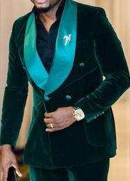 2019 grüne samtanzughose Neuheiten Zweireiher Dunkelgrün Velvet Bräutigam Smoking Schal Revers Groomsmen Best Man Blazer Herren Hochzeitsanzüge (Jacke + Pants + Tie) D: 72 rabatt grüne samtanzughose