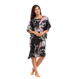 Bata de mujer negro vestido estilo chino camisón impreso Yukata Kimono Kaftan vestido Peacock ropa de dormir un tamaño LGK-A2 desde fabricantes