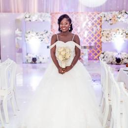 2019 vestido negro de novia con cuentas Nuevo vestido de bola de las muchachas negras africanas vestidos de boda más el tamaño de los granos correas de espagueti sin respaldo vestido de novia largo Vestidos de novia Vestidos vestido negro de novia con cuentas baratos