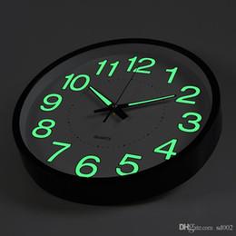 2019 luz noturna simples Luminosa Relógio de Parede Night Light Quartz Man Mulher Quarto Sala de estar Relógios Simples Home Decor Criativo Presentes 19hs bb luz noturna simples barato