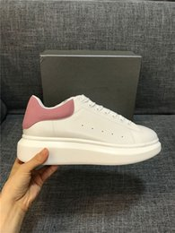 Discount comfort wedding shoes - Comfort Pretty Party Wedding Sneakers Casual Leather Solid Colors Shoes Queen Designer Dress Sports Shoe Men Womens Sneakers