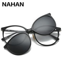 Clip polarizado de los vidrios de conducción online-Hombres de las mujeres polarizadas clip magnético Gafas de conducción masculina Clip en Gafas de sol Prescription Magnet Myopia Glasses Frame With Case