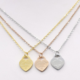 Wholesale gold heart shaped pendant necklace - Stainless steel heart-shaped necklace T necklace short female jewelry 18k gold titanium peach heart necklace pendant for man