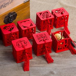 Regalos de amor china online-Originalidad Sweet Sugar Box Estilo chino Gules Wooden Hollow Out Carácter feliz Love Wedding Gift Wrap Cajas de dulces Favores de fiesta 1 18hy bb