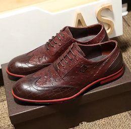 2017 Hot Luxury Casual Schuhe Designer Echtes Leder Männer Schuhe Elegante  Qualit Designer Leder Herren Kleid Schuhe Schwarz und Braun Größe 38-45. b00478364c