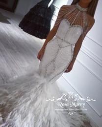 Gefiederte halfter brautkleid online-Luxus Feder Meerjungfrau Brautkleider 2019 Halter Plus Size Kristalle Pailletten Perlen Trompete Arabisch Dubai Brautkleider Vestido De Novia