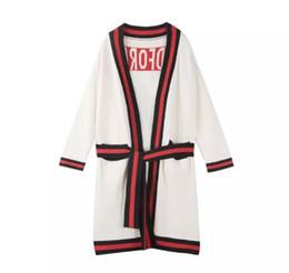 Cardigan largo de lentejuelas negro online-2018 Brand Same Style Cardigan Long Sleeve Bordado Lentejuelas Crew Neck Striped Wool Blend Moda Negro / blanco / Verde YB