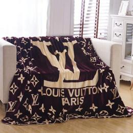 Manta de marca online-Diseño de marca de moda Mantas calientes Carta Medusa Franela de invierno Mantas suaves de marca Mantas de franela lisas Ropa de cama para bebés Manta de pañales