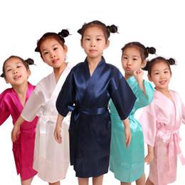 Robes de kimono en soie enfants en Ligne-Nouvel été enfants couleur unie Kimono Robe Peignoir Enfants Soie Chemise de Nuit Pyjamas Spa Partie De Mariage Anniversaire