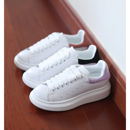 Wholesale pink dress shoes for men - New Luxury Brand women designer sneakers casual shoes with top quality dress shoes genuine leather lace up running shoes for sale 35-41