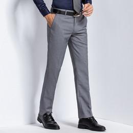 2019 schmiedeeisener mann Arbeiten Sie dünne bügelnde Hosen der Geschäftsmänner der geraden Hosen Großhandelsberufsarbeit um. günstig schmiedeeisener mann