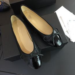Wholesale Unisex Ballet Shoes - Fashion Brand Logo Designer Genuine Leather Designer Casual Travel Ballet Flats Genuine Leather Women Flat Shoes Sz 35-41 xinfa18032408