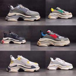 info for 51ce4 5b01d 2018 scarpe firmate Paris 17FW Sneaker Triple-S Triple S Casual Luxury Dad  Shoes per uomo Beige Nero Sport Tennis Running Shoe 36-45.