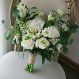 Broche verte de mariée en Ligne-Hiver Mariage Boeket Blanc Vert Artificielle Bouquet De Mariage pour la Mariée Irrégulière Fleurs Bouquet De Mariée Style Européen Broche Bouquets 2018