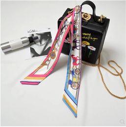 Новый южнокорейский вариант узкой полоски небольшого шарфа, перевязанного шелковым шарфом, шелковой лентой шарфа. от