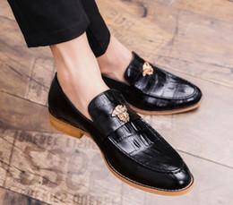 2019 Retro moda uomo appuntito Horsebit scarpe in pelle maschile britannico  abito da sposa ritorno a casa calzature Business Party scarpe da ufficio  scarpe ... cc8f0b8e785
