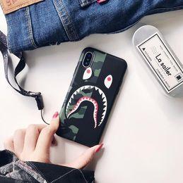 Cordones de camuflaje online-Tide marca camuflaje boca de tiburón para iphone XS MAX carcasa del teléfono iPhone8 mate pareja 6s / 7 creativo cordón cordón TPU pop tomas de teléfono