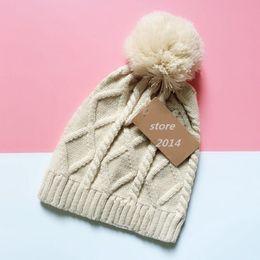 Otoño e invierno mujeres sombrero Gorros de invierno Sombreros de punto para  mujer Marca de lujo Gorra Accesorios de moda para mujer accesorios de moda  ... acf6404decb