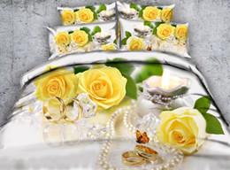 Conjuntos de anillos de boda de camuflaje online-Flores amarillas en 3D Funda nórdica juegos de cama de mariposa reina floral anillos de boda Cubrecamas de vacaciones Cubiertas de edredón Ropa de cama Fundas de almohada