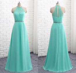 Einfache Mint Green Long Chiffon Brautjungfer Kleider Halter Mantel Bodenlangen Perlen Abendkleider für Brautjungfern Hochzeit Kleider von Fabrikanten