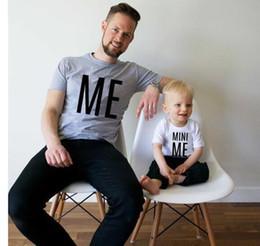 família, correspondência, roupas, pai, filho Desconto Família roupas combinando Pai e filho T-shirt MINI ME carta impressão Tops 2018 novo Dia dos Pais manga curta Tees C3521