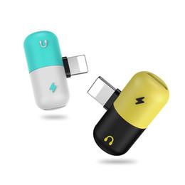 2019 convertidor universal usb móvil Adaptador de cápsula Adaptadores de teléfono celular Chaging o auricular 2 en 1 Adaptador de carga portátil para Iphone X Iphone 7 Iphone 8 Plus DUS2