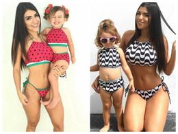 Mãe, filha, swimsuits on-line-Família combinando roupas mãe e filha verão Swimsuit crianças pai melancia Swimwear bebê meninas roupas onduladas