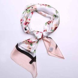 Платок свет атласная моделирование шелковый шарф дамы моды мягкое дно шаль сумка небольшой квадратный шарф шелковый шарф повязки от Поставщики узорчатые чемоданы