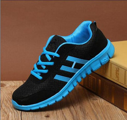 Al por mayor - 2018 Nueva malla transpirable Hombres y mujeres Zapatos casuales Zapatos deportivos ligeros 4 Colores Zapatos corrientes Tamaño grande 36-48 Zapatillas desde fabricantes
