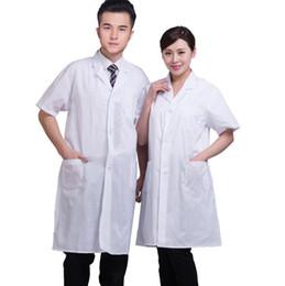 Ropa de laboratorio online-Unisex Bata de Laboratorio blanca Manga corta Bolsillos médicos Uniforme Médicos Enfermeras Científico Ropa de trabajo de verano Chaqueta larga sólida