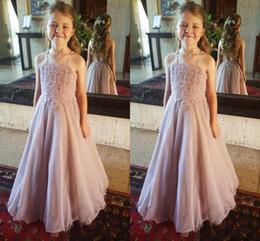 2019 vestidos de concurso sin espalda 2018 Dusty Pink Lace Flower Girl Dresses Para Boda Halter Backless Organza Hasta el suelo Niñas Vestidos del desfile Niños Vestidos de fiesta formales vestidos de concurso sin espalda baratos
