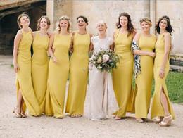Vestido de dama de honor con pliegues amarillos online-2018 sirena amarilla vestidos largos de dama de honor con pliegues Split palabra de longitud de la boda Guest dama de honor vestidos