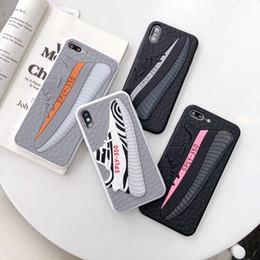 Iphone силиконовый чехол матовый онлайн-Мода Матовый Резиновый Задняя Крышка Чехол 3D Спортивная Обувь Pattern Силиконовый Телефон Оболочки Матовый Прилив Марка для iPhone XS Max XR 6 s 7