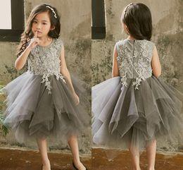 1e368034fe6 2019 preppy flower girl dresses Art und Weise reizende Rüschen graue Blumen-Mädchen  kleidet weiche