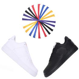 2018 Hot New Forced 1 Designer Hommes Femmes Sneakers Sport Running Chaussures Casual Remplacement gratuit de Magic Hook Noir Blanc Chaussures De Skateboard ? partir de fabricateur