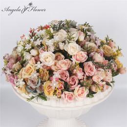 giallo arrangiamenti di fiori di seta Sconti Simulazione seta tea rose bouquet di fiori in stile europeo Royal Little Rose 13 teste fiore artificiale decorazione di nozze per la casa