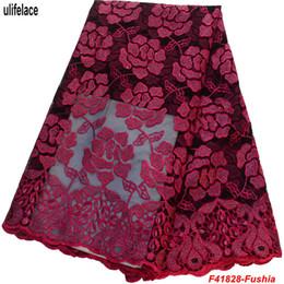 Telas de vestir baratas online-Precio barato tela de encaje francés africano con piedras Tela de encaje de tul de alta calidad para vestido de novia de malla de poliéster F4-1828