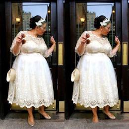 Donne nude corte online-Pizzo Plus Size Abiti da sposa corti 2019 New Tea Lunghezza A Line Abiti da sposa Illusion maniche lunghe Donne Abiti da sposa Custom Made Cheap