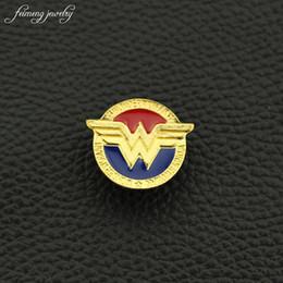 2019 pin di supereroi DC spilla Classic Gold Colore Badge pins Justice League Supereroe Diana Spilla spilla spille per le donne regalo degli uomini pin di supereroi economici