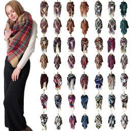 Bufanda del mantón del tartán online-Plaid Pashmina bufanda 140 * 140 cm de gran tamaño bufanda de tartán 28 estilos de envoltura de mantón cuadrado borla bufandas cálida manta de yoga OOA5494