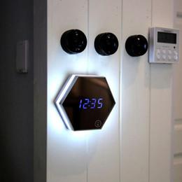 Alarme antique en Ligne-Miroir Multi Fonction Réveil Thermomètre Électronique Horloge Murale Haute Qualité De Recharge USB Miroir Alarme Horloges CCA10689 20pcs