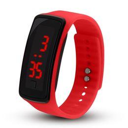 2018 Unisex reloj inteligente a prueba de agua LED de silicona banda inteligente reloj digital reloj deportivo para hombres mujeres desde fabricantes