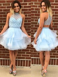 Короткие синие платья из горного хрусталя онлайн-Светло-голубой Homecoming платья высокая шея линия многоуровневая бисероплетение стразы кристаллы короткие платья партии для выпускного вечера градации ручной работы