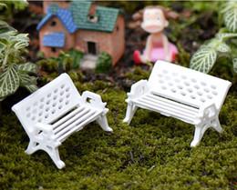 Piante artificiali di terrario online-Mini White Park Sedie Terrario Decorazione Spiaggia artificiale Micro Paesaggio Accessori per piante fai da te Fairy Garden Decor