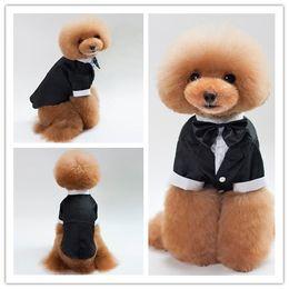 Perro mascota de esmoquin online-S-XXL Traje de perro Traje de ropa de mascota Chaqueta de poodle de peluche Traje de boda de príncipe Esmoquin Pajarita Ropa de perro Ropa de mascotas Ropa