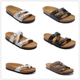 2019 sandálias de cortiça Chinelos de verão dos homens e das mulheres quentes com sapatos baixos, chinelos de cortiça, sapatos de lazer das mulheres, impresso sandálias misturadas Moda Flats desconto sandálias de cortiça