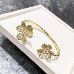 2019 versilbertes kupfergewebe Arbeiten Sie Diamantarmbanddame-Öffnungsarmbandschmucksachen um, die freies Verschiffen des Blumenarmband-Geburtstagsgeschenks verkaufen
