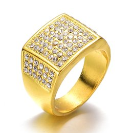 Hommes anneaux plaqué or bande hommes Micropave CZ cristal simulé diamant anneau Hip Hop Bling glacé fiançailles hommes anneaux bijoux ? partir de fabricateur